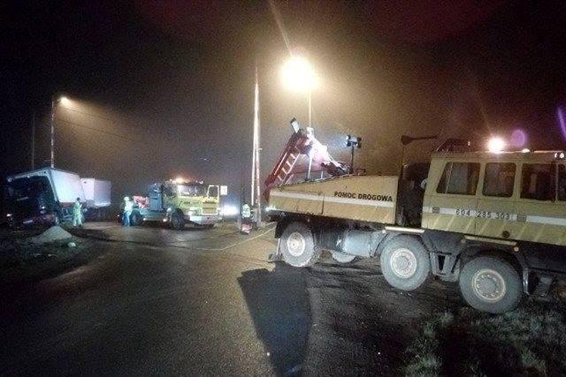[DW-169] Samochód ciężarowy wypadł z drogi na tory kolejowe