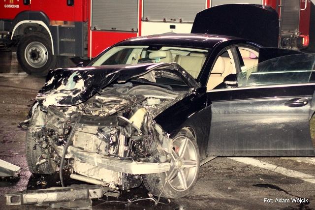 Mercedes wymusił pierwszeństwo przejazdu. Matka z dzieckiem w szpitalu.