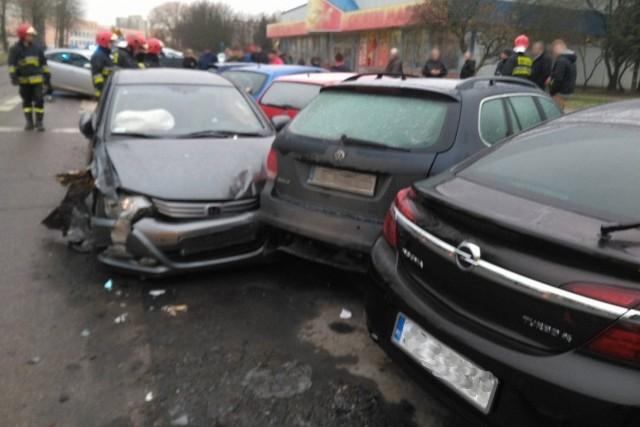"""""""Mała"""" kolizja w Koszalinie. Osiem uszkodzonych aut."""