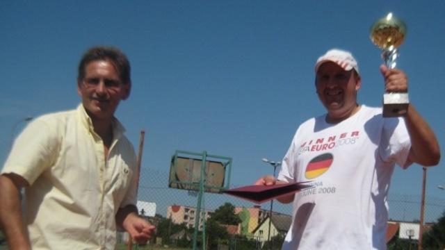 Arkadiusz Siwiński mistrzem powiatu w tenisie ziemnym.