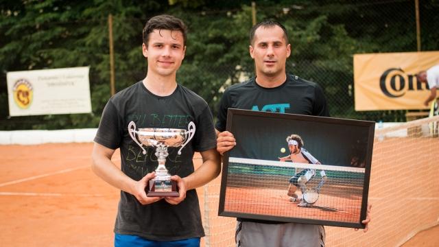 Remigiusz Wawryczuk  wygrał I Amatorski Turniej Tenisowy ZIBI-CUP