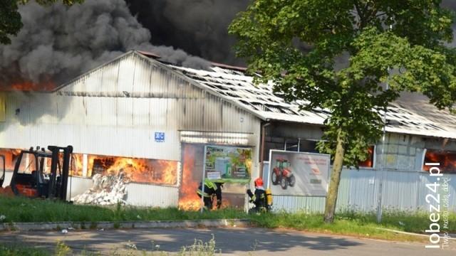 Pożar hali produkcyjnej w Łobzie