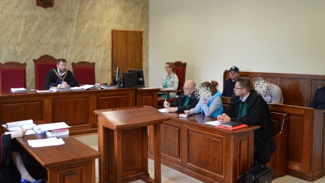 Oskarżeni o znęcanie się nad dziećmi stanęli przed łobeskim sądem