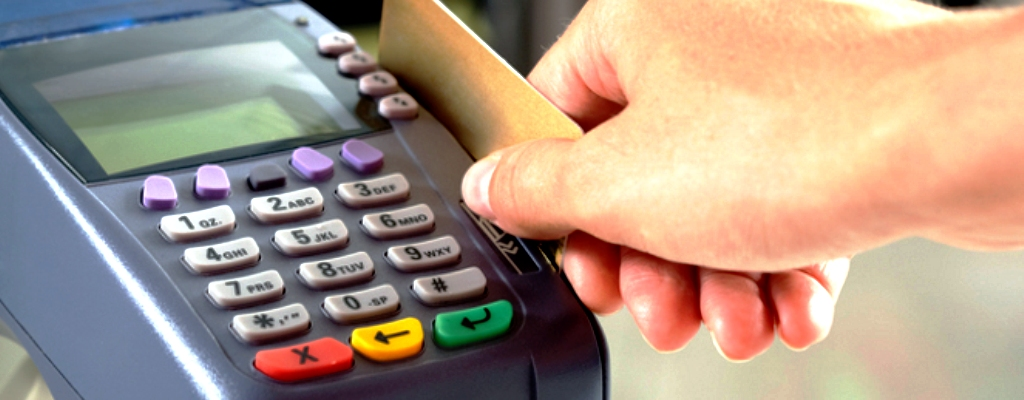 Za zakupy zapłacił kartą znalezioną w markecie.