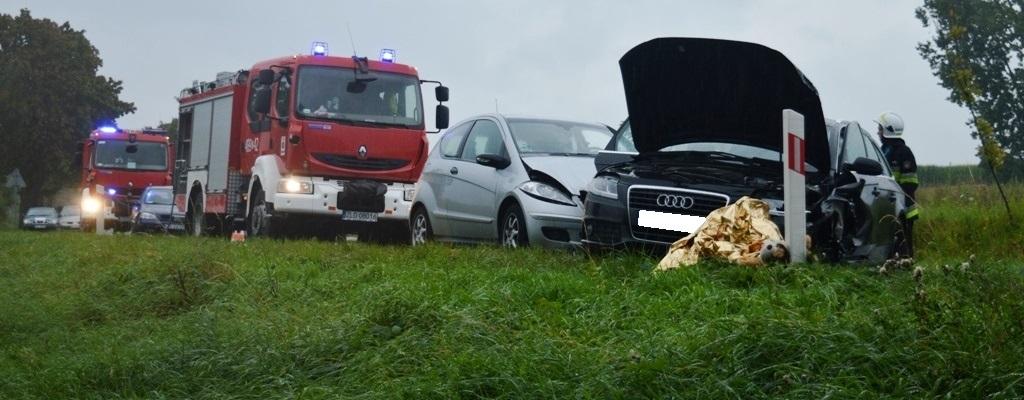Zderzenie trzech aut na krajowej 20. Dwie osoby poszkodowane.