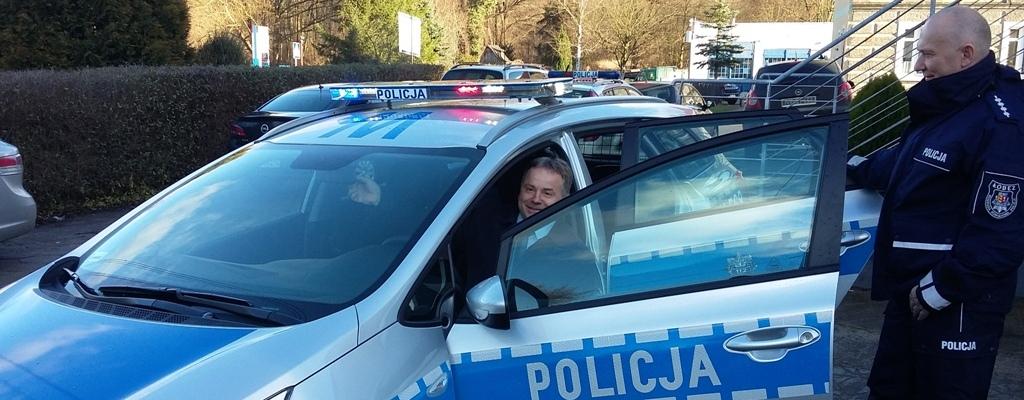 Nowy radiowóz dla policjantów z Reska.