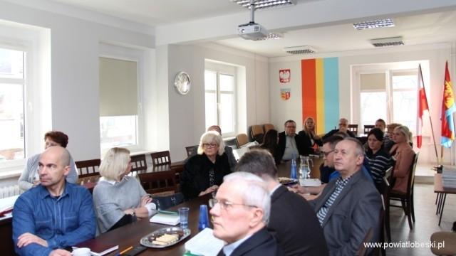 Funkcjonariusze Centralnego Biura Antykorupcyjnego w Starostwie Powiatowym w Łobzie.