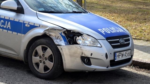 Policyjny pościg i uszkodzony radiowóz w Węgorzynie.