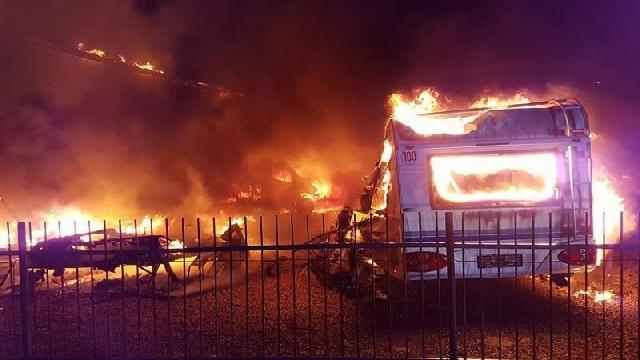 Pożar wypożyczalni przyczep campingowych w Mścicach pod Koszalinem