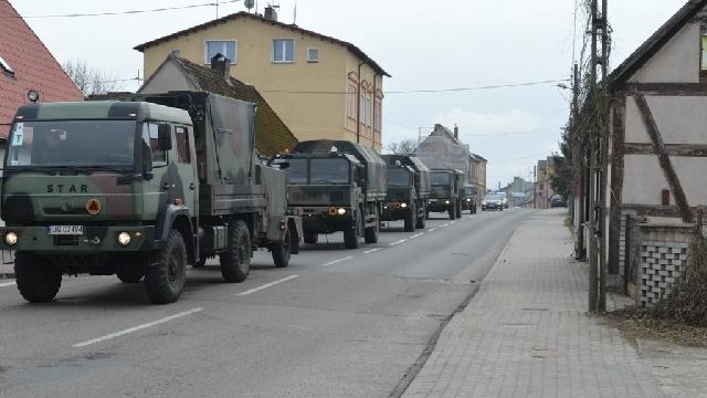 Wojskowe kolumny na drogach powiatu łobeskiego.