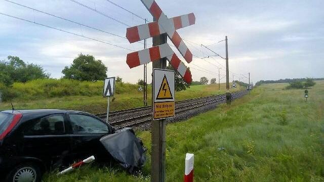 Pociąg uderzył w samochód na przejeździe kolejowym pod Cieszynem.