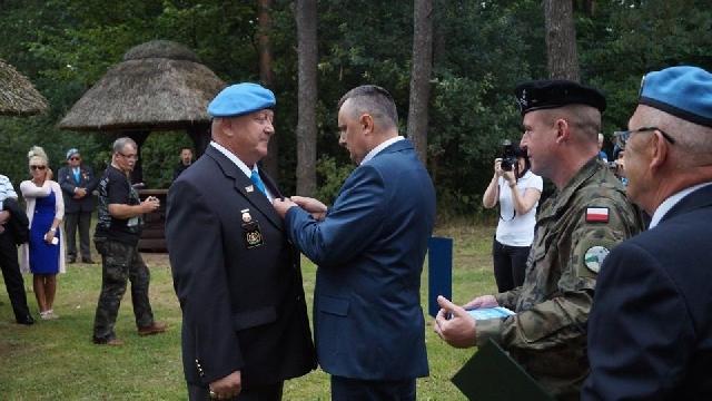 Eugeniusz Podlisiecki odznaczony Gwiazdą Weterana za zasługi na rzecz bezpieczeństwa i pokoju na świecie.
