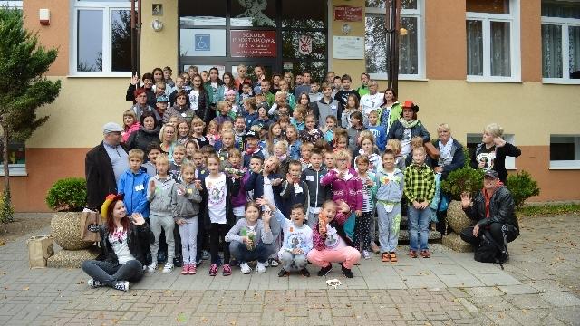 Poprzez muzykę i zabawę poznajemy sąsiada - ponad graniczy projekt w Szkole Podstawowej nr 2 w Łobzie