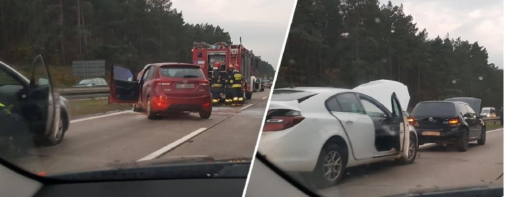 Kolizja trzech aut za węzłem Rzęśnica w kierunku Szczecina. Są osoby poszkodowane.