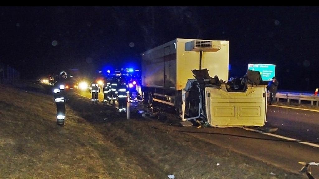Zderzenie ciężarówek i osobówki  na obwodnicy Nowogardu.