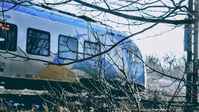 Świdwin: Pociąg śmiertelnie potrącił człowieka na torach.