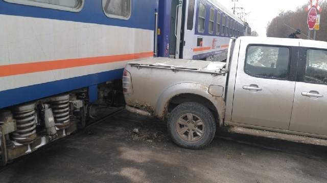Pociąg uderzył w samochód.