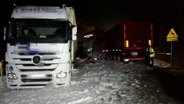 Krajowa jedenastka zablokowana między Bobolicami a Szczecinkiem.