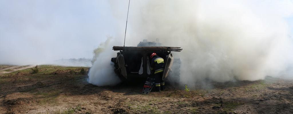 Pożar wozu bojowego w Budowie niedaleko Złocieńca.