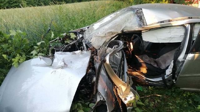 [DW-152] Śmiertelny wypadek niedaleko Połczyna Zdrój. Opel uderzył w drzewo. Nie żyje kierowca