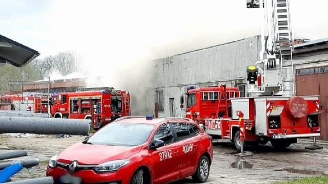 Karlino. Pożar poddasza budynku gospodarczego [DUŻO ZDJĘĆ]