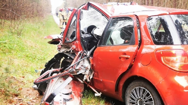 Zderzenie Skody i Suzuki. Dwie osoby poszkodowane