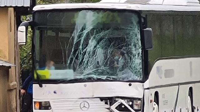 [DK-11] Myślibórz. Zderzyły się dwa autobusy. Są osoby poszkodowane