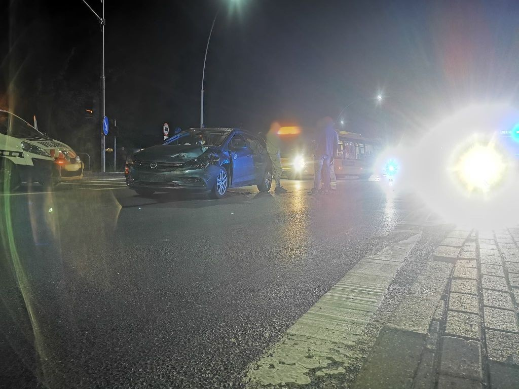 Nocny wypadek w Koszalinie. Nie żyje kobieta, siedem rannych.