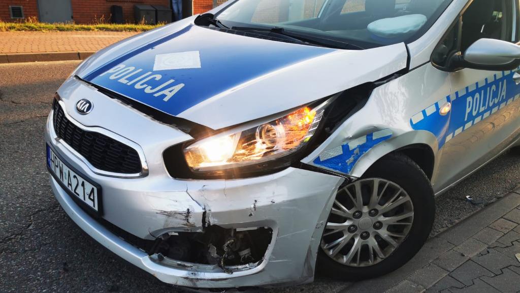 Policyjny pościg ulicami Koszalina za kierowcą BMW. Dwa radiowozy rozbite