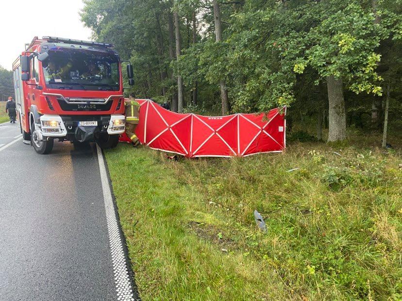 [DW-152] Kolejne zderzenie dwóch samochodów między Reskiem a Starogardem. Nie żyją dwie osoby, trzecia w ciężkim stanie